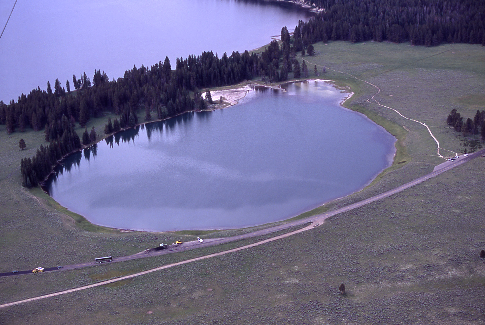 hydrothemal-explosion-yellowstone-indian-pond
